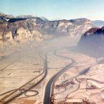 L'autostrada e il fiume - Veduta invernale dell'attraversamento della Piana Rotaliana