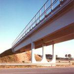 Arco doppio - Sovrappasso a tre travi appoggiate su pila centrale ad arco doppio