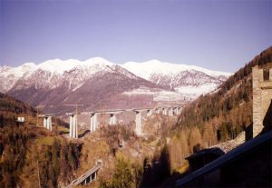 The viaduct and the landscape - The whole viaduct in harmony with the alpine landscape and completed within 28 months