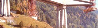 Sezione centrale - Realizzaione parallela di una della travi a mensola doppia lunga 166 m
