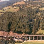 The viaduct and the mountain - The harmony between the structures and the alpine landscape