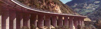 Il viadotto - Vista dal versante del viadotto nella tratta di autostrada tra Bolzano e Chiusa