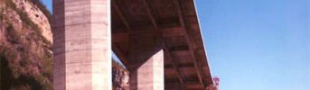 Viaduct deck - 22.10 m wide deck costitued by reinforced prestressed slabs